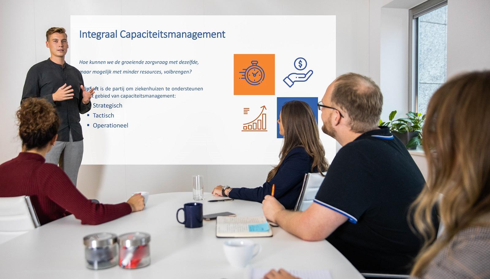 Foto van Wouter Veneklaas, consultant bij ChipSoft in Team Capaciteitsmanagement die  onderzoek doeedd naar de opnamelounge_hix